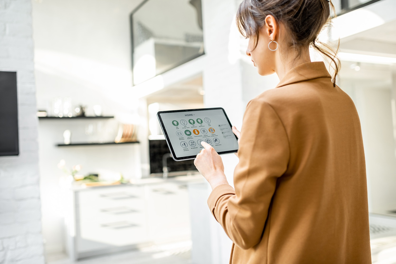 How much does it cost to install a smart home system in Los Angeles?
